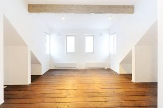 将来の子供部屋。部屋を分けられるように窓も暖房も2つずつ設置。株式会社アルティザン建築工房