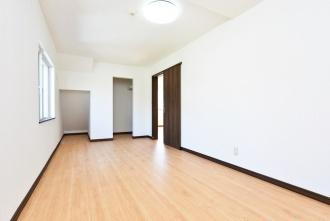 バリアフリーにして床掃除がしやすくなったり、対面式キッチンにリフォームして収納がグンと増え、使い勝手の良さに大満足。札幌市のリフォーム会社の費用・事例情報 戸建てリフォーム 三愛地所株式会社のリフォーム事例をご紹介します。