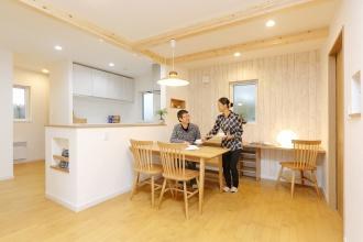 リビングワークのリフォーム、リノベーション事例。長期優良住宅の補助金が得られる家。ハイレベルな断熱・気密性能。省エネヒートポンプエアコンで暖かな家。札幌市手稲区のリフォーム、リノベーション。