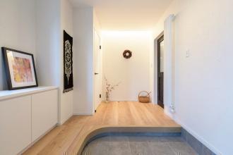 SAWAI建築工房のリフォーム、リノベーション事例。pinterestを活用したインテリア。中庭・ウッドデッキのある家。脱衣所と洗面台を分離。引き戸のトイレですっきり空間設計。図書室のある家。人感センサー照明。札幌市中央区のリフォーム、リノベーション。
