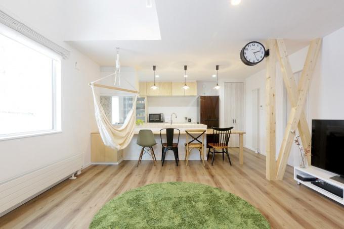 石山工務店がリノベーションを手掛けた知人宅をみて中古住宅+リノベーションを決意。他の家にはないイメージでのインテリアコーディネート。家全体がセンスよくコーディネートされた自慢の家。