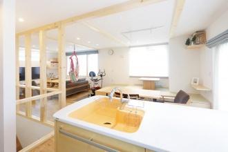 明るい2階にLDKを配置。衣替え不要のウォークインクローゼットが2か所。効果的な回遊動線でムダがない。札幌市清田区のリフォーム。アルティザン建築工房のリフォーム、リノベーション事例。