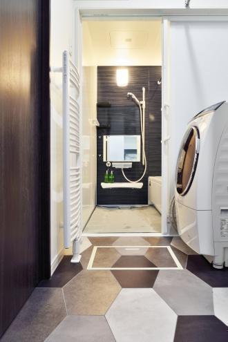 暖房エネルギーの消費量を抑えながら将来も暖かく暮らせるように、断熱性能はQ値1.0レベルを目指し、結果0.83という高性能な住宅にリノベーションしています。旭川の高性能中古住宅リノベーションの施工例。施工は旭川の東陽AP。