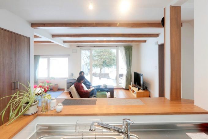 【札幌 リフォーム 】札幌で断熱、化粧梁を活かしたリフォーム実例。築42年の一軒家をコストを抑えしっかり断熱改修。ペットにも優しい、ワンコスペースのある住まい。<札幌・リフォーム> 戸建てリフォームの実例をご紹介します。「三五工務店 札幌 断熱」リフォーム事例です。