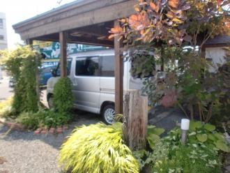 カーポート。エクステリア・外周り・お庭のリフォーム。札幌市北区でお庭周りのリフォームはログハウスや新築・リフォームも手掛ける森のガーデンへ。ガーデンリフォームで家の印象が変わります。