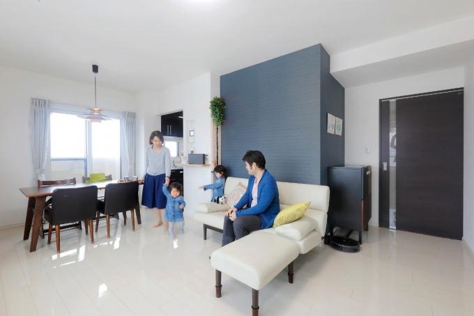 ホワイトベースを最初からイメージし、色合いにコトラストをつけて。床は長持ちする油性コーティング