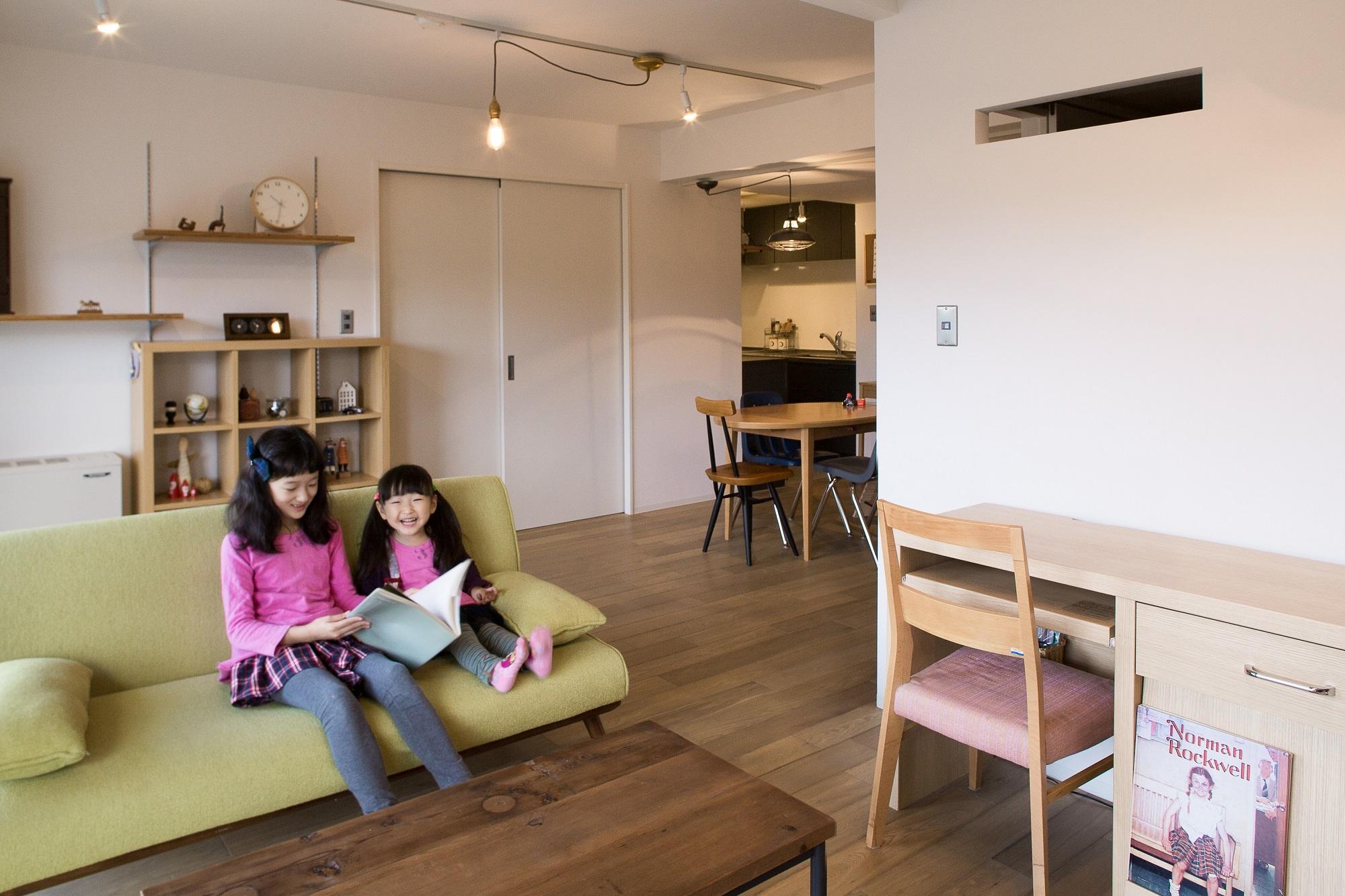 和室をなくして広げたリビングは、今後子供の成長に合わせ再度仕切って個室にする予定。将来は子供部屋も仕切り、親子4人分の個室設置を想定した未来を見据えたプランです