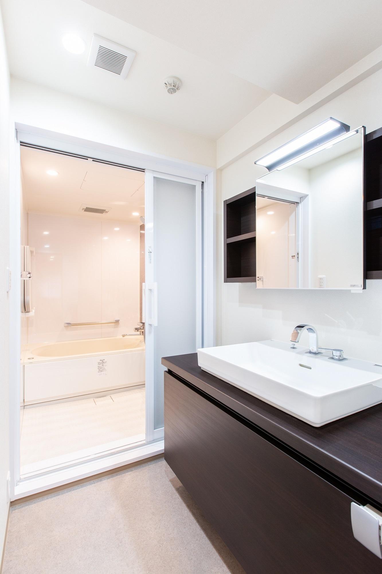引き戸仕様の浴室を採用