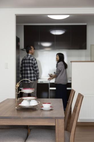 朝と昼は奥さま、夕食づくりはご主人が担当というM邸。お二人とも片づけ上手でキッチンはいつも整然としています