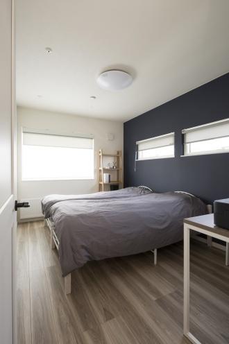 寝室や子供部屋は木目の床で、LDKとは異なる印象に