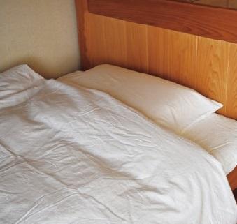ヒノキのベッドは湿度が高い日はほのかにヒノキの香りがします。