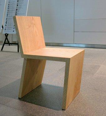 一枚板のヤチダモを使用して制作した椅子