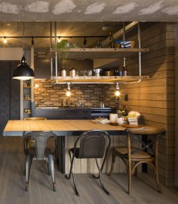 空間にあわせて造作した吊戸棚が使いやすい!